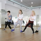 Photo of dancers in hip hop class.