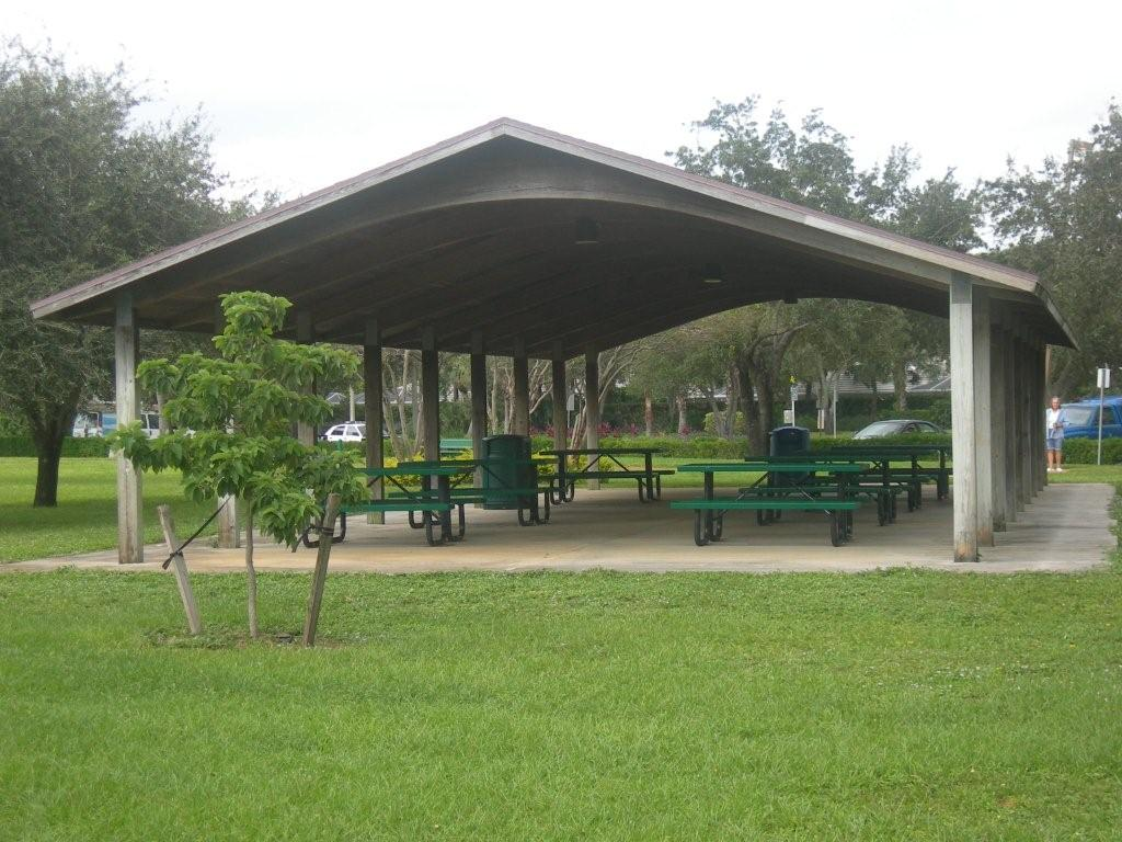 Oaks Park picnic pavilion with green picnic benches