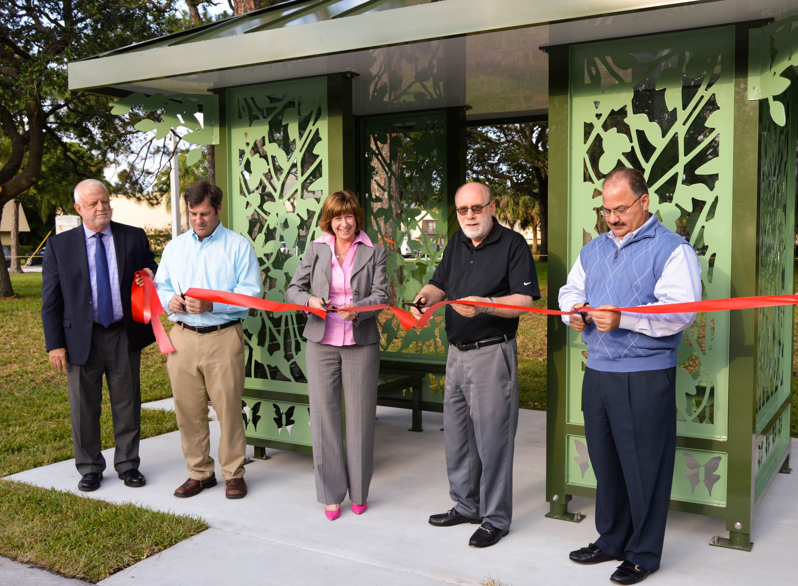 Artistic Bus Shelter Ribbon Cutting2-2